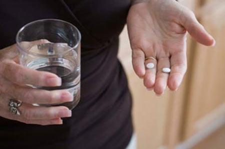 Suýt vỡ tử cung vì tự phá thai bằng thuốc - 1