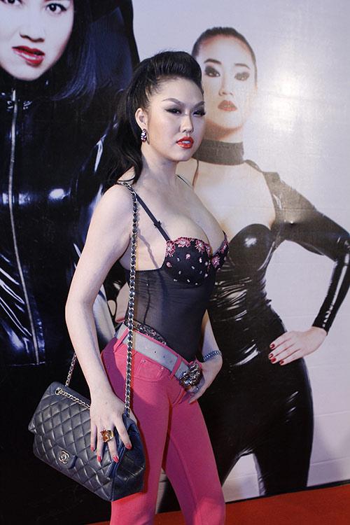 """Phi Thanh Vân diện """"đồ ngủ"""" phản cảm - 2"""