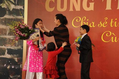 """Phi Nhung """"né tránh"""" chuyện chồng con - 4"""