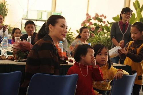 """Phi Nhung """"né tránh"""" chuyện chồng con - 3"""
