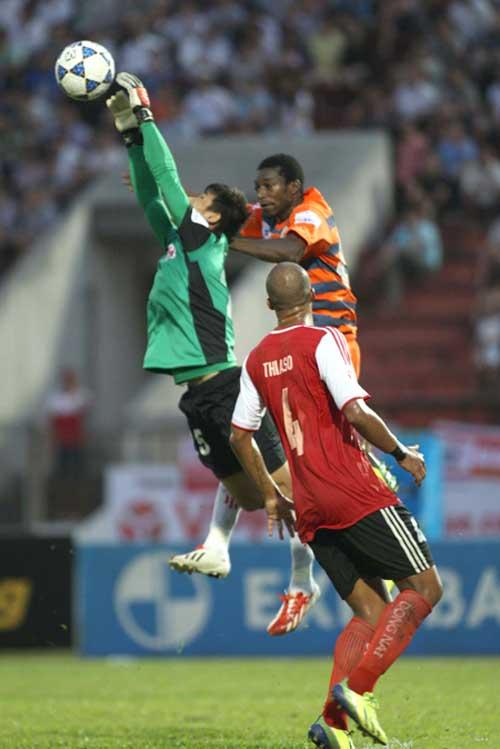 Nhìn lại vòng 1 V-League: Đông không bằng tinh - 1