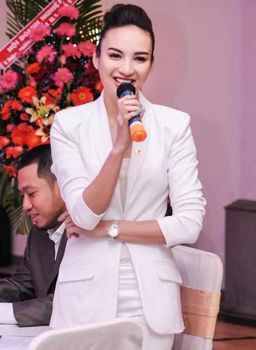 5 MC hốt bạc của showbiz Việt - 5