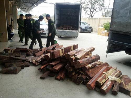 """Hơn 1,5 tấn gỗ quý """"cưỡi"""" máy bay từ TPHCM ra HN - 1"""