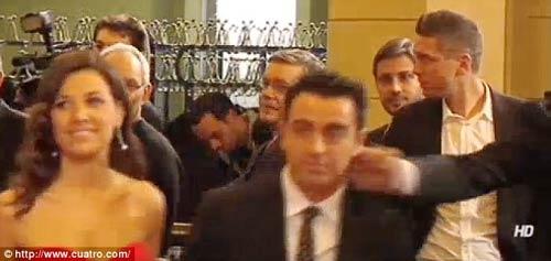 """Ibra """"tát yêu"""" Xavi ở lễ trao giải QBV - 1"""