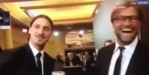 """Ibra """"tát yêu"""" Xavi ở lễ trao giải QBV - 3"""