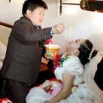 """Phi thường - kỳ quặc - Đám cưới gây sốt Trung Quốc của """"nấm lùn"""""""