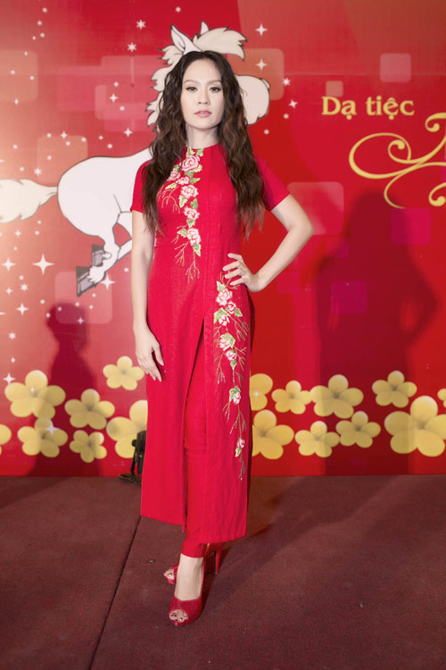 Trang Nhung khoe vòng 1 lộ liễu trên thảm đỏ - 7