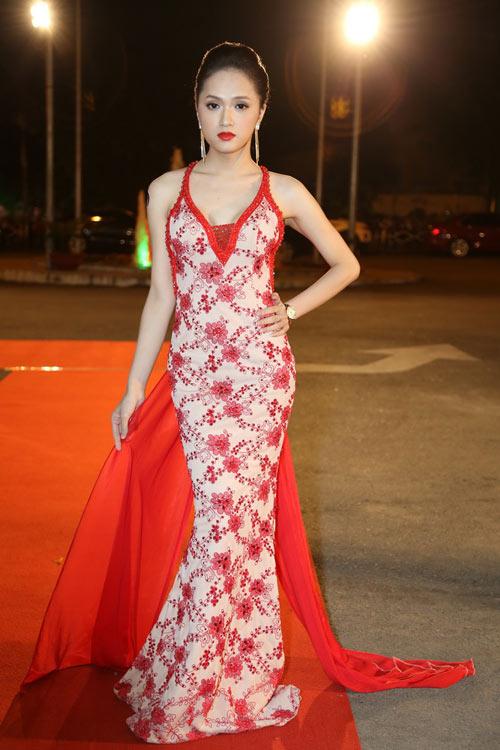 Trang Nhung khoe vòng 1 lộ liễu trên thảm đỏ - 11