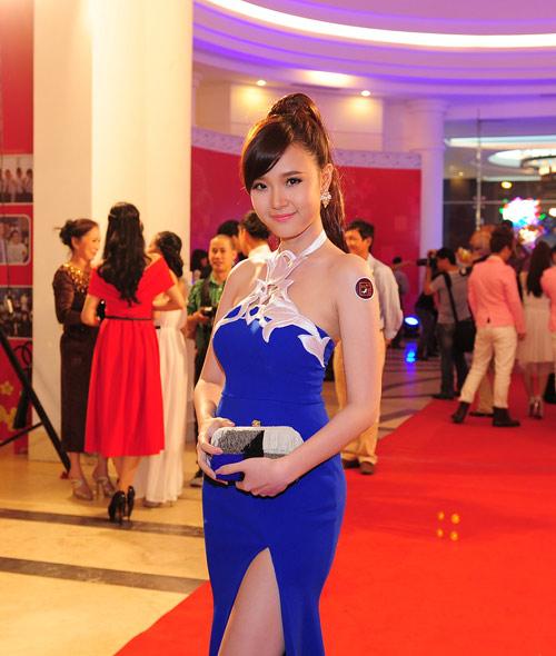 Trang Nhung khoe vòng 1 lộ liễu trên thảm đỏ - 5