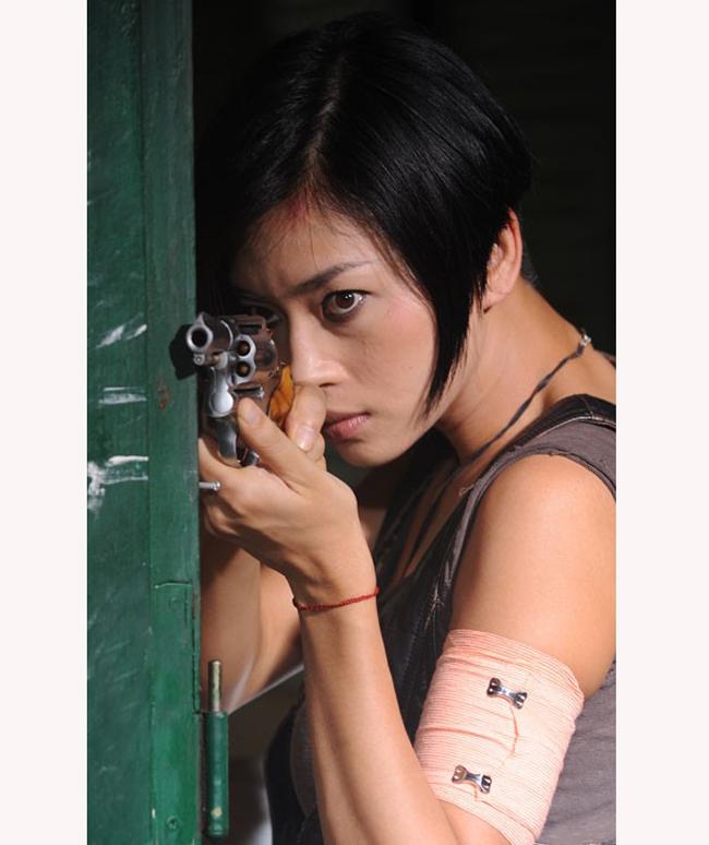 Khi về Việt Nam đóng phim, Trí Nguyễn đưa vợ con theo anh.