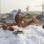 Khoả thân ngâm mình trong tuyết lập kỉ lục