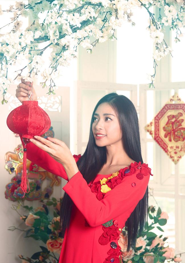 Sau thành công của chương trình từ thiện  Vết sẹo cuộc đời 4 , Ngô Thanh Vân nhận được tin vui khi nhận giải thưởng  Nữ diễn viên chính xuất sắc nhất  tại Liên hoan Phim Quốc tế tại Mỹ với vai diễn Thảo trong phim điện ảnh  nhà trong hẻm