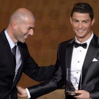 Zidane phản bác Ribery, bênh Ronaldo