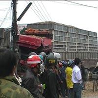 Xe giường nằm tông xe tải, 3 người bị thương