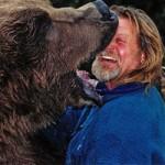 """Phi thường - kỳ quặc - Video: Gấu """"ngoạm"""" trọn mặt người"""