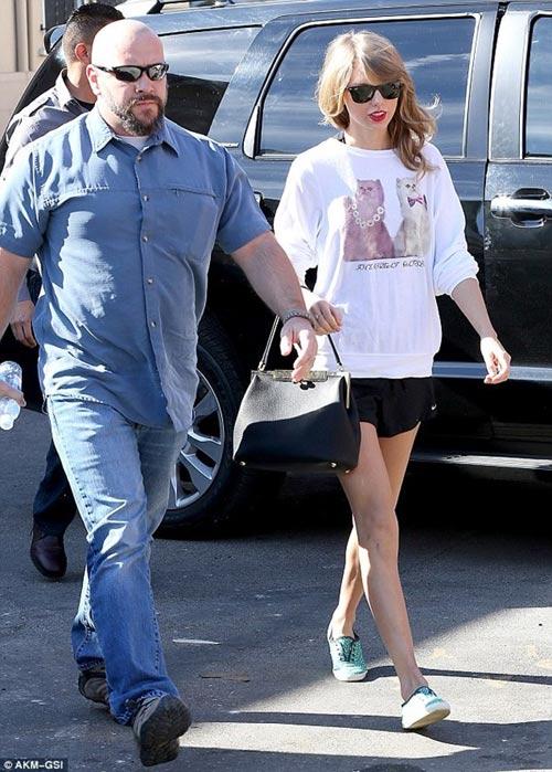 Taylor Swift đổi gu thời trang chóng mặt - 1