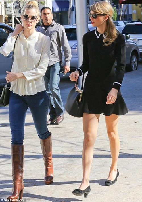 Taylor Swift đổi gu thời trang chóng mặt - 4