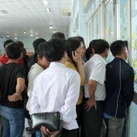 Hành khách vây ga Sài Gòn đòi trả vé