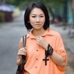 Thời trang - Tín đồ 34 tuổi gợi cảm với váy áo thùng thình