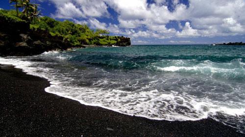 Bãi biển cát đen kỳ lạ ở Hawaii - 2