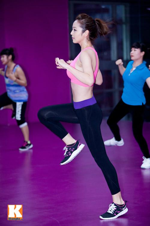 Chân dài quyến rũ trong phòng tập gym - 8