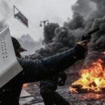 Tin tức trong ngày - Ukraine: Thủ đô chìm trong khói lửa và bạo lực