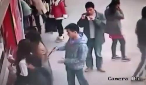 Video: Cao thủ dùng…đũa móc túi - 1
