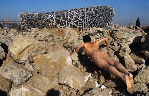 Khỏa thân hít đất khắp Trung Quốc - 1