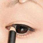 Làm đẹp - Kẻ eyeliner khắc phục đôi mắt nhỏ