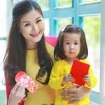 Thời trang - Vợ con Huy Khánh khoe trang phục ngày Xuân