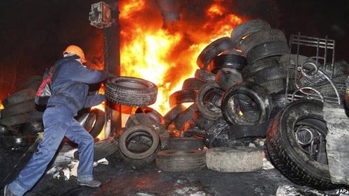 Ukraine: Biểu tình bạo lực ép Tổng thống từ chức - 4