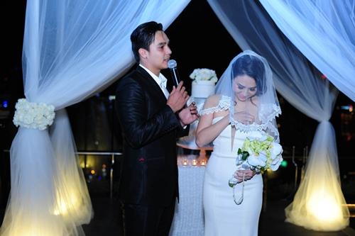 Baggio quỳ gối cầu hôn cô dâu xinh đẹp - 1