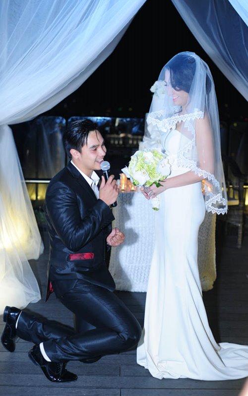Baggio quỳ gối cầu hôn cô dâu xinh đẹp - 2