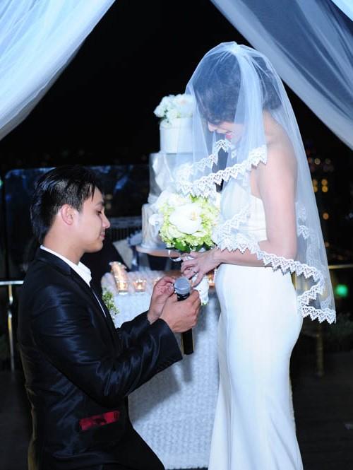 Baggio quỳ gối cầu hôn cô dâu xinh đẹp - 3
