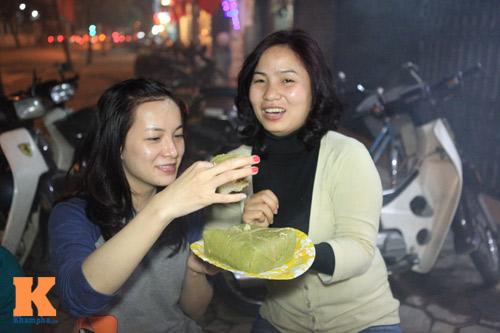 Chùm ảnh: Người Hà Nội nấu bánh chưng ở vỉa hè - 8