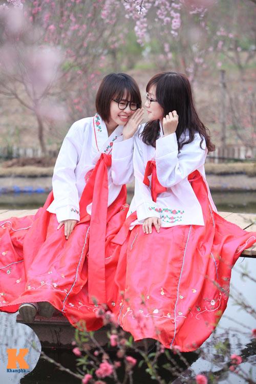 Thiếu nữ diện Hanbok dịu dàng du xuân - 3