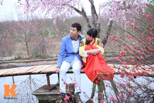 Thiếu nữ diện Hanbok dịu dàng du xuân - 4