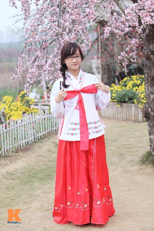Thiếu nữ diện Hanbok dịu dàng du xuân - 8