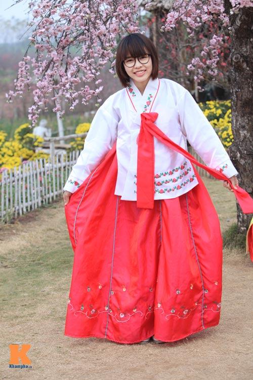 Thiếu nữ diện Hanbok dịu dàng du xuân - 9