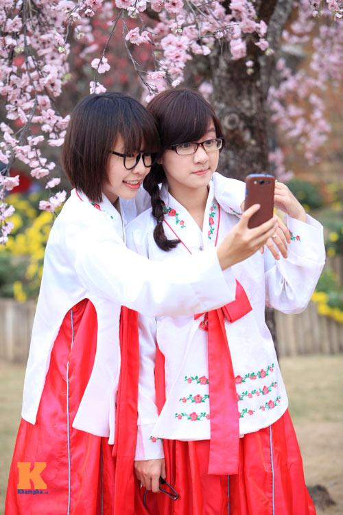 Thiếu nữ diện Hanbok dịu dàng du xuân - 7