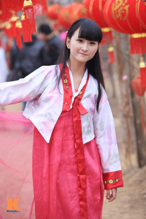Thiếu nữ diện Hanbok dịu dàng du xuân - 11