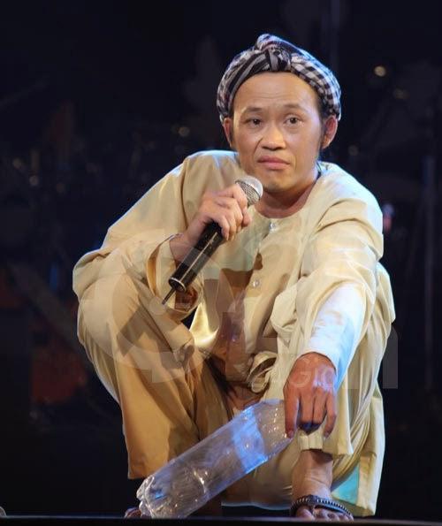 Hoài Linh không cần người nâng khăn sửa túi - 3