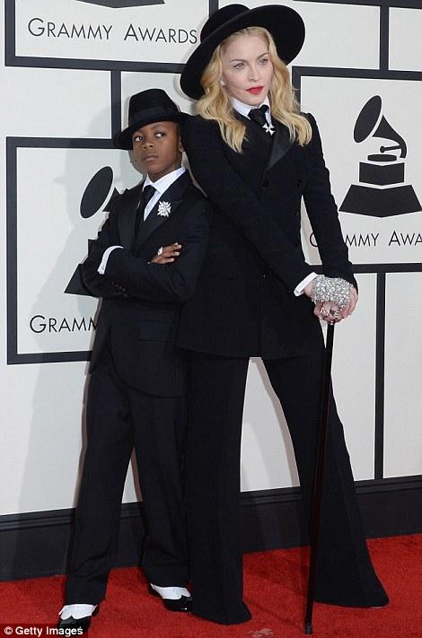 Paris Hilton gây sốc khi mặc xuyên thấu - 18