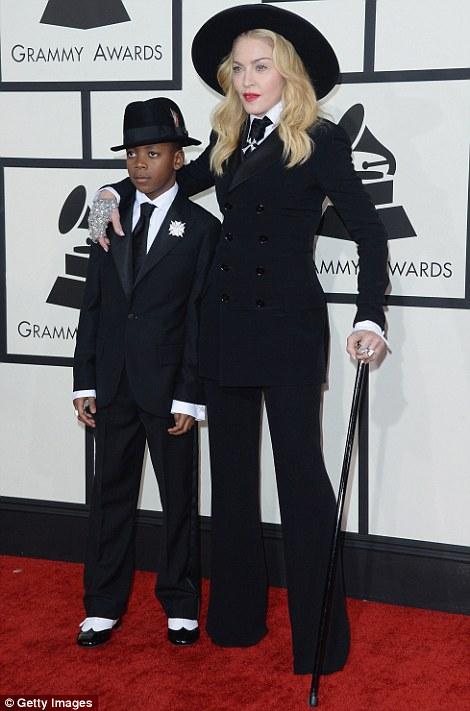 Paris Hilton gây sốc khi mặc xuyên thấu - 19