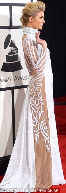 Paris Hilton gây sốc khi mặc xuyên thấu - 2