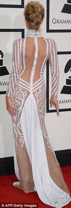 Paris Hilton gây sốc khi mặc xuyên thấu - 3