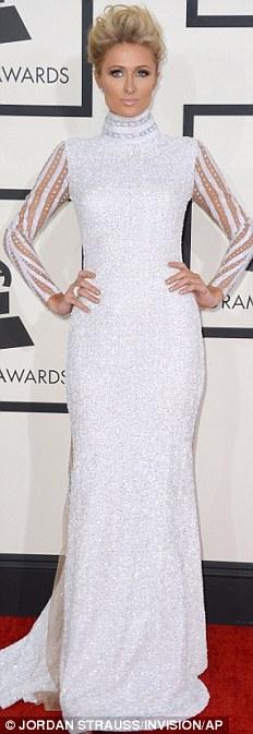 Paris Hilton gây sốc khi mặc xuyên thấu - 4