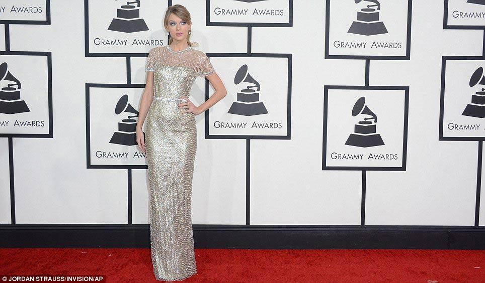 Paris Hilton gây sốc khi mặc xuyên thấu - 9