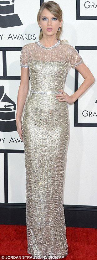 Paris Hilton gây sốc khi mặc xuyên thấu - 11