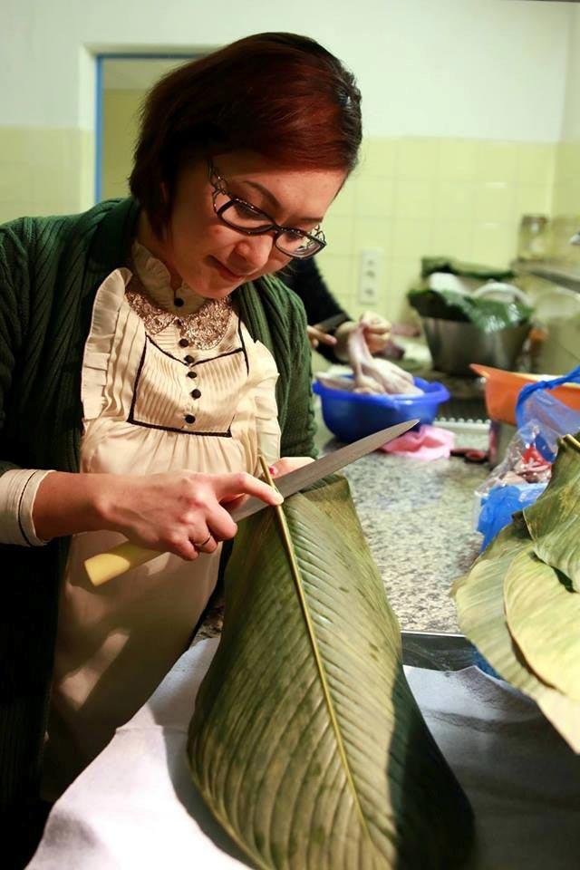 Du học sinh Việt gói bánh chưng đón Tết - 15